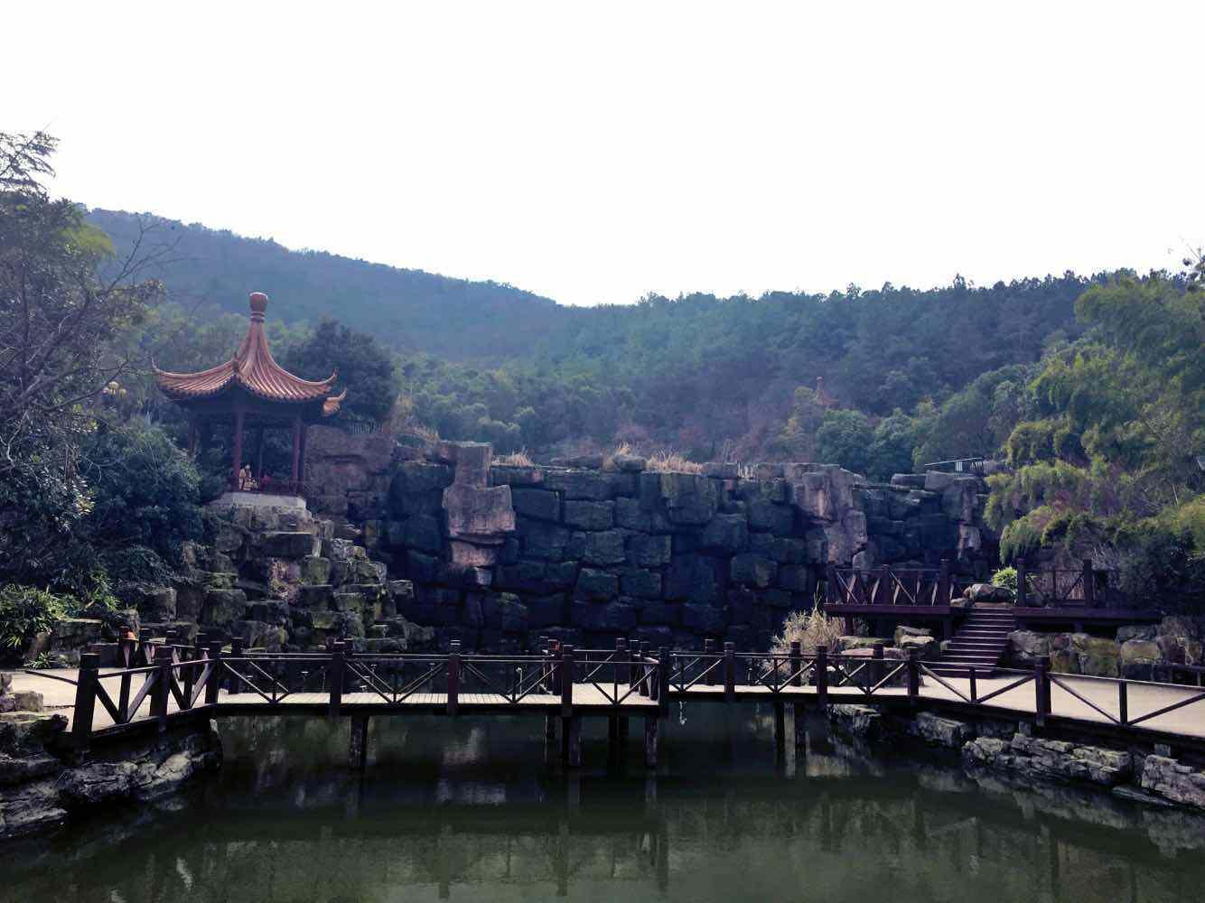 除了牡丹江镜泊湖风景区,开封龙亭,景色诱人的旅游