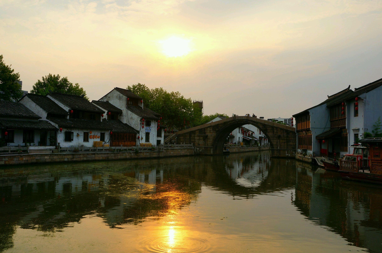除了郑州嵩山风景名胜区,无锡古运河,很值得一游的知名旅游休闲场所原