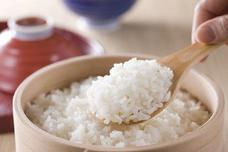 蒸米饭不要只加水,加点它,米饭蒸好后又香又软,让你越吃越上瘾