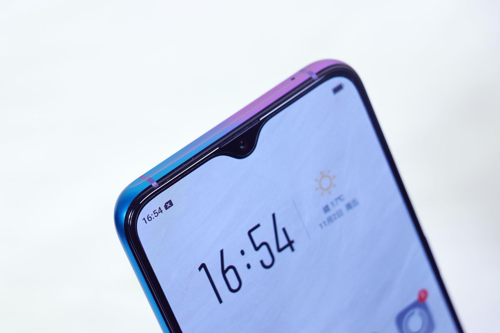 现有手机设计中,刘海屏,水滴屏,挖孔屏哪个最终能胜出?图片