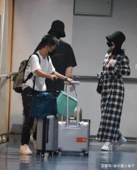 超甜蜜!谢娜与张杰首次合体亮相机场,十指相扣戴情侣帽引关注? 实用小技巧 第11张
