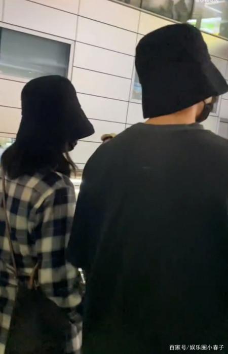 超甜蜜!谢娜与张杰首次合体亮相机场,十指相扣戴情侣帽引关注? 实用小技巧 第6张