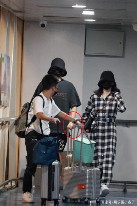 超甜蜜!谢娜与张杰首次合体亮相机场,十指相扣戴情侣帽引关注? 实用小技巧 第8张